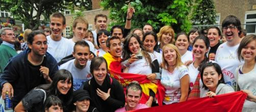 Españoles por el mundo en imagen de archivo