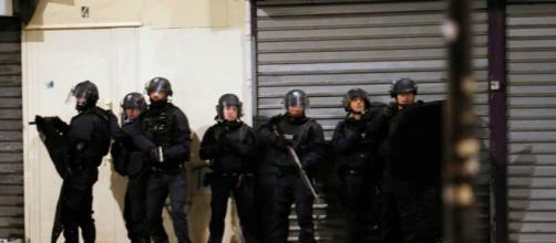 Imagem das operações policiais em St. Denis