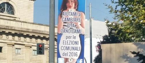 """Le affissioni di Efe Bal: """"Salvini, candidami"""""""