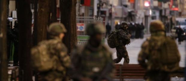 Blitz delle forze parigine nella notte