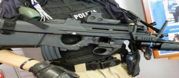 Imagen de policía armado. Flickr