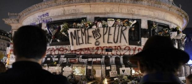 La Place de la République llama a seguir adelante.
