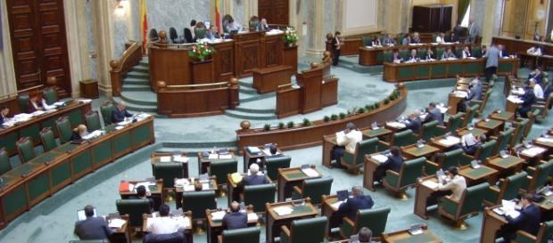 O şedinţă de vot a senatorilor români