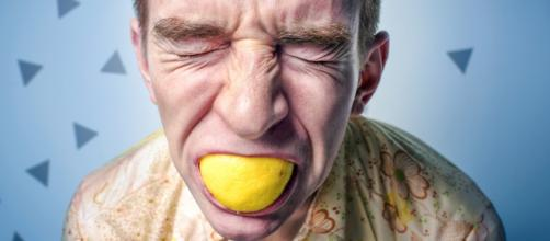 Si como acción muerdes un limón...como reacción...