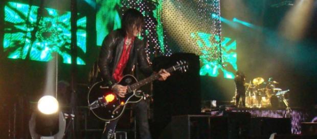 Fortus sigue siendo parte de Guns N' Roses