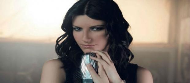Laura Pausini lança novo disco
