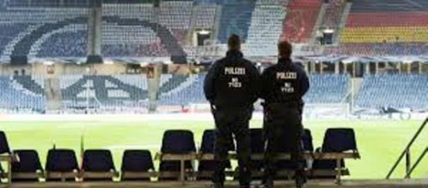Mecz piłkarski w Hanowerze odwołany. Groźba ataków