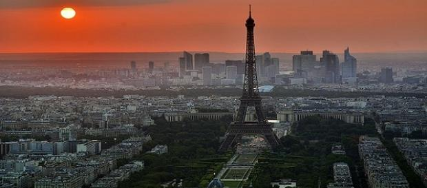 The image of a stunning sunset in Paris