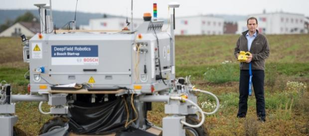 Um novo robô da Bosch que elimina erva daninha