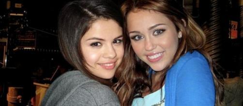 As duas cantoras já foram boas amigas.