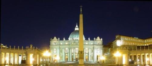 Città del Vaticano illuminata di notte