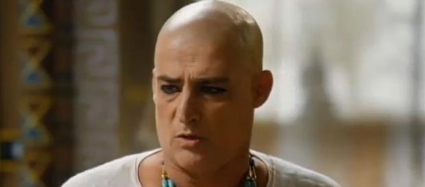 Giuseppe Oristânio é Paser em 'Os Dez Mandamentos'