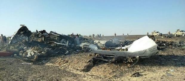 Restos del accidente de avion ruso en Egipto