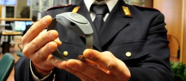 Amnistia e indulto no, sì braccialetto elettronico