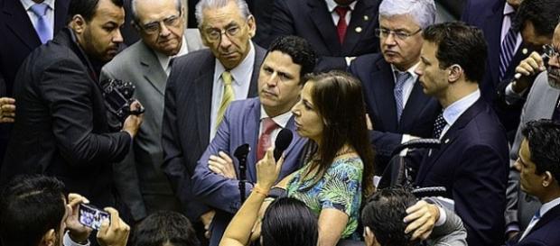 Cunha é criticado por deputada