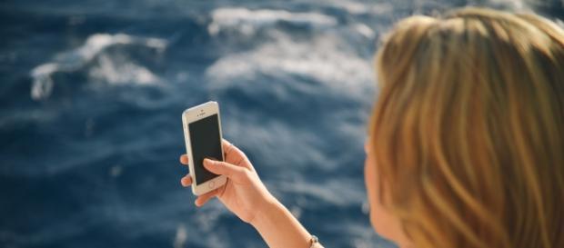Fotos na praia. E se o telemóvel apanhar água?