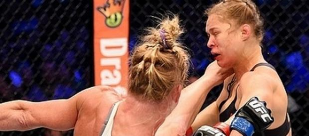 Holly Holm nocauteou Ronda Rousey no UFC 193.