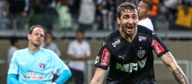Jogador do Atlético Mineiro comemorando gol