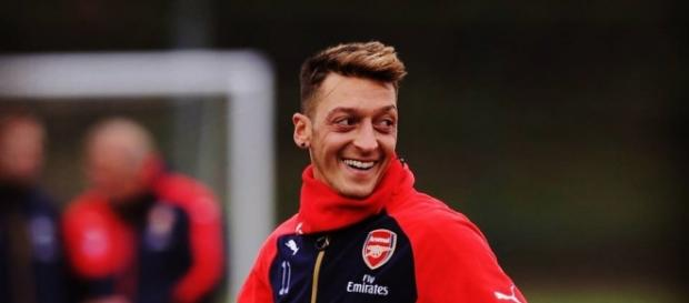 Mesut Özil bald mit Lionel Messi bei Arsenal?