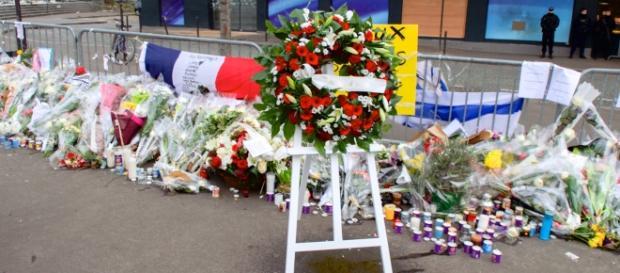 Ofrendas en honor a las víctimas en París