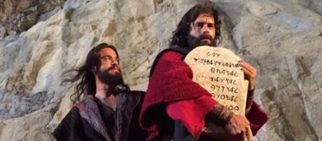 Moisés e as tábuas dos dez mandamentos