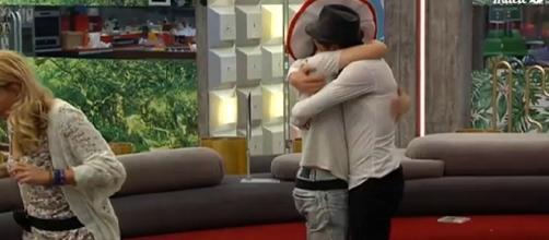Aritz y Han fundidos en un abrazo.