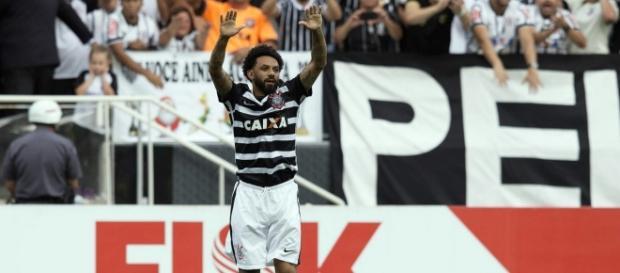 Cristian converteu o pênalti contra o São Paulo