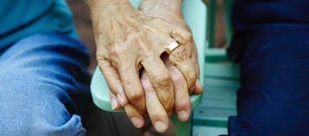 De mãos dadas em nome pelo amor