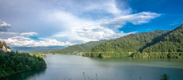 Misterele lacului Colibita vor iesi la iveala