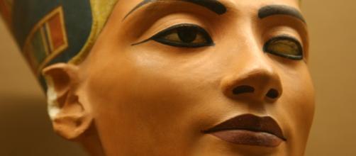 Busto de la reina egipcia Nefertiti