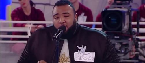 Sergio incanta tutti cantando 'Impossible'