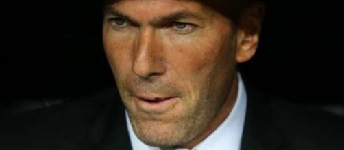 Zidane en el banquillo merengue