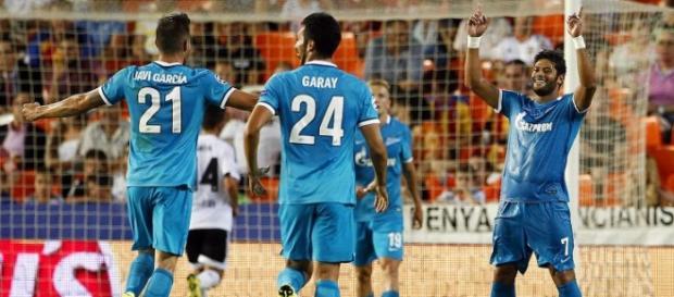 Hulk celebra un de los goles que marcó en Mestalla