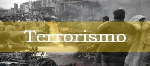 Locandina anti-terrorismo ritraente distruzione