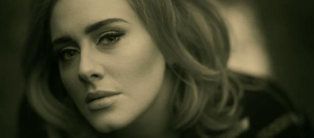 A cantora britânica acaba de lançar novo álbum.