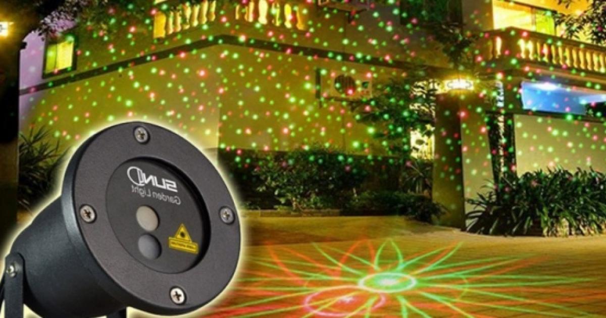 Natale high tech ecco i faretti laser da giardino per le