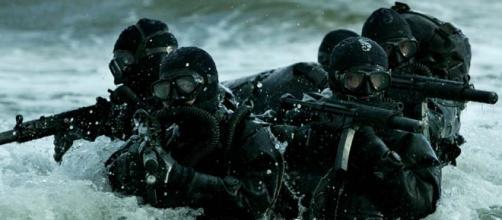 Mergulhadores de combate em treinamento