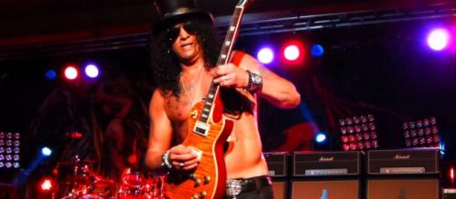 Slash no niega ni confirma los rumores sobre GN'R