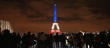 La Francia reagisce e chiede appoggio al Mondo