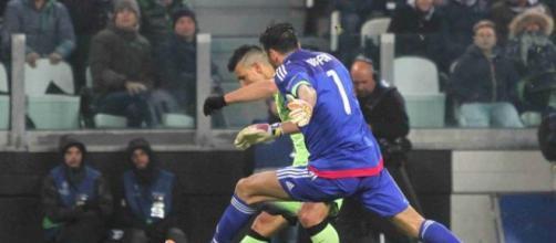 Buffon interviene su Aguero in uno contro uno