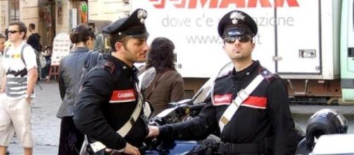 Carabinieri impegnati in posto di blocco