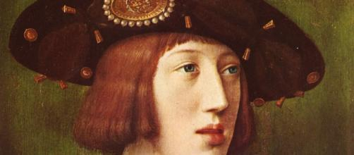 El emperador, interpretado por Álvaro Cervantes