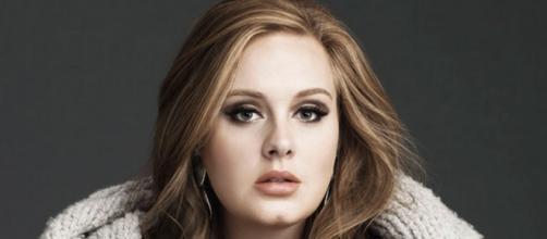 La cantautrice britannica Adele nel 2015