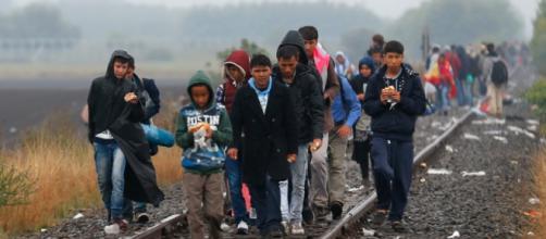 Refugiados pretendem seguir para norte.