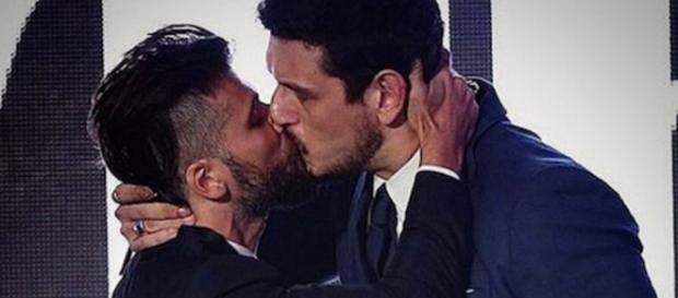 Bruno Gagliasso e ex de Sabrina Sato se beijam
