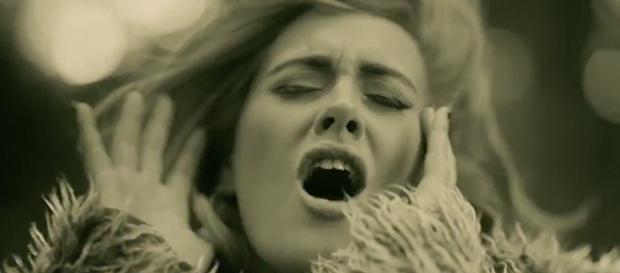 Frame del video 'Hello', dirigido por Xavier Dolan