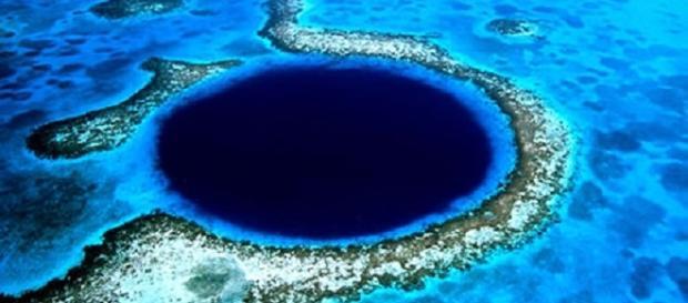 Fotografía del Gran Agujero Azul, en Belice