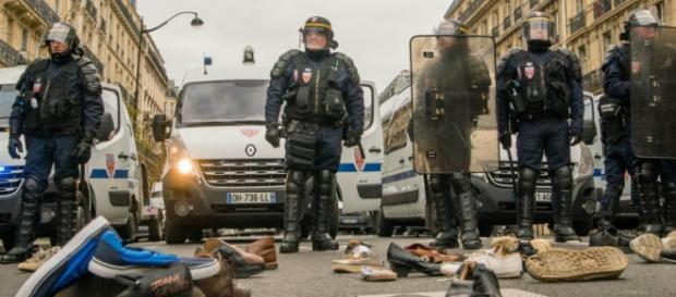 La polizia schierata in Place de la République.