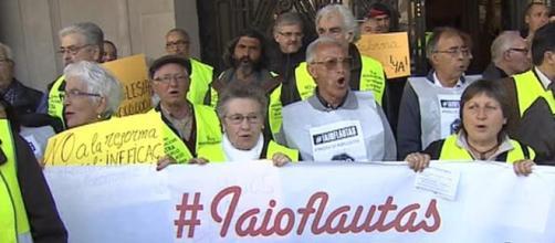 Iaioflautas en una protesta callejera