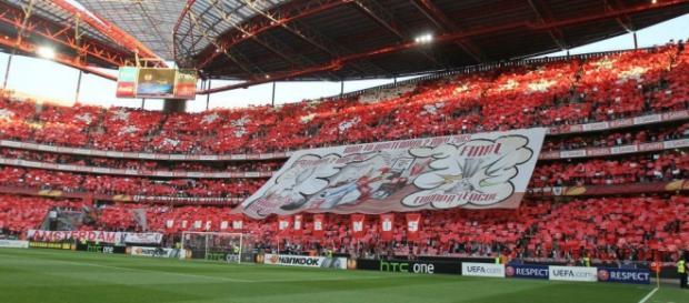 Benfica recebe esta noite o Galatasaray na Luz.